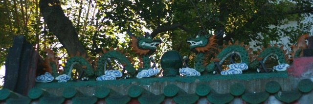 Dragons watching over the Pak Kok temple and the ferry pier.